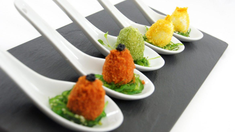 Huevos de cordoniz rebozados de azafran y curry